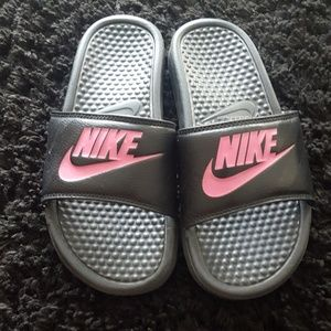 Nike Banassi Slides Black with Pink Swoosh Sz 7